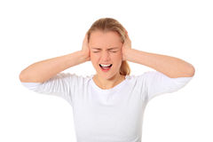 Den unga kvinnan håller henne öron stängd Royaltyfria Bilder