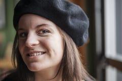 Den unga kvinnan med härliga blått synar Fotografering för Bildbyråer