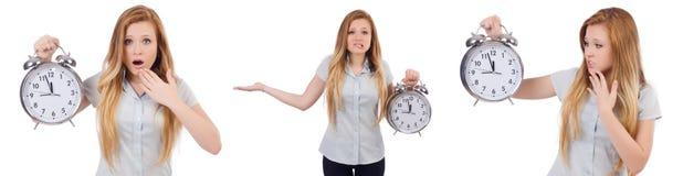 Den unga kvinnan med klockan på vit royaltyfria bilder