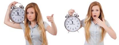 Den unga kvinnan med klockan på vit arkivfoton