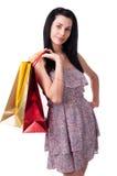 Den unga kvinnan med shopping hänger lös Arkivfoton