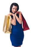 Den unga kvinnan med shopping hänger lös Fotografering för Bildbyråer