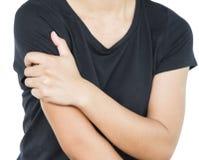 Den unga kvinnan med skuldran smärtar på vit bakgrund, begrepp med sjukvård arkivbild