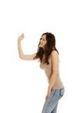 Den unga kvinnan slår någon Arkivbilder