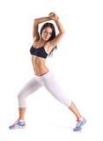 Den unga kvinnan som gör aerobics, övar Arkivfoton