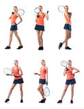 Den unga kvinnan som spelar tennis som isoleras på vit Royaltyfria Bilder