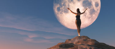 Den unga kvinnlign som håller ögonen på månen Royaltyfri Fotografi