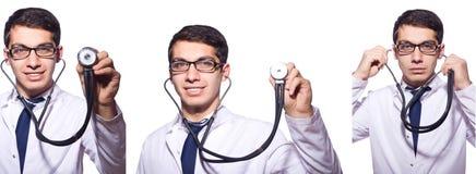 Den unga manliga doktorn som isoleras på vit Royaltyfri Fotografi