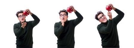 Den unga mannen för nerd med piggybank som isoleras på vit arkivfoto