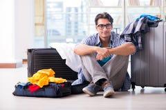 Den unga mannen som förbereder sig för semesterlopp Fotografering för Bildbyråer