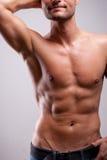 Den unga mannen utbildade topless med abs Arkivbild