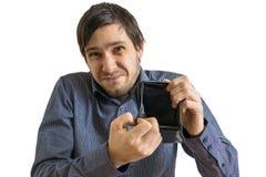 Den unga mannen visar hans tomma plånbok Konkurs- och obeståndbegrepp Royaltyfria Foton
