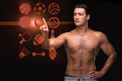 Den unga muskulösa mannen i sportbegrepp Arkivfoton