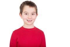 Den unga pojken med ett lyckligt grinar arkivfoto