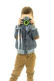 Den unga pojken tar ett foto på hans Toy Camera Royaltyfri Foto