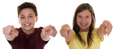 Den unga tonåringen eller barn som pekar med fingret önskar jag, dig Royaltyfri Foto