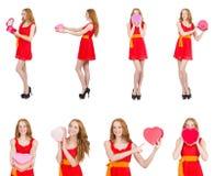 Den unga trevliga flickan med giftbox som isoleras på vit Fotografering för Bildbyråer