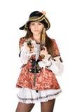 Trevlig kvinna med klädde vapen som piratkopierar Arkivfoto