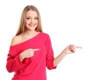 Den unga upphetsada kvinnan pekar fingrar visning något Royaltyfria Foton