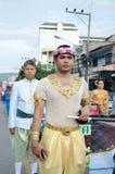 Den Unidentified mannen ståtar in, Songkhla Thailand Arkivbild