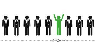 Den unika gröna mannen i en grupp tänker olikt begrepp stock illustrationer