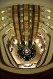 Den unika inomhus sikten av Hyatt Regency, Bandung, Indonesien Royaltyfria Bilder