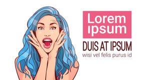 Den upphetsade härliga kvinnan med blått hår och öppnar munståenden som isoleras på vit bakgrund med kopieringsutrymme vektor illustrationer
