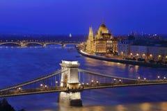 Den upplysta Budapest royaltyfria foton