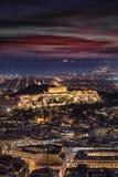 Den upplysta Parthenontemplet på akropolen av Aten, Grekland arkivbilder