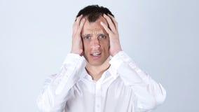 Den upprivna chockade affärsmannen får dåliga nyheter av jobbkasseringen Arkivfoto