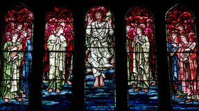 Den uppstigna Jesus Christ i målat glass Arkivbild