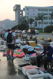 Den upptagna marknaden för sjösida i shekouen SHENZHEN KINA AISA Royaltyfria Foton