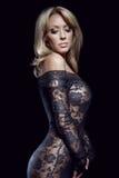 den ursnygga blonda klänningen snör åt Royaltyfria Foton