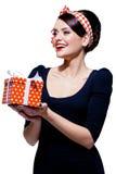 Den ursnygga brunetten med gåvan boxas Royaltyfri Bild
