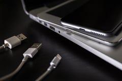 Den USB bildkort och tummen kör eller klibbar lagring för faktiskt minne Royaltyfri Bild