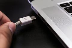 Den USB bildkort och tummen kör eller klibbar lagring för faktiskt minne Arkivbild