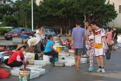 Den utomhus- havs- marknaden i shekoufiskeport Arkivfoton