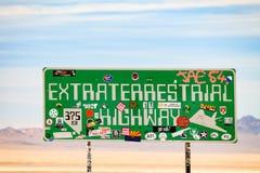 Den utomjordiska huvudvägen undertecknar in Nevada Arkivfoton