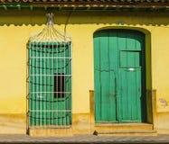 Den utsmyckade dörren i gammal stad av Trinidad listade på listan för UNESCOvärldsarvet, kolonial arkitektur Arkivfoto