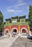 Den utsmyckade porten till templet på Beihai parkerar, Peking, Kina Fotografering för Bildbyråer