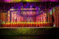Den utsmyckade slottetappen--Den historiska magiska magin för stilsång- och dansdrama - Gan Po Arkivfoto