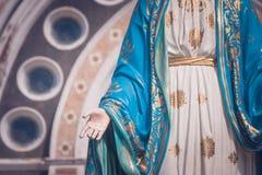 Den välsignade jungfruliga Mary statyn som framme står av domkyrkan av den obefläckade befruktningen på Roman Catholic Diocese royaltyfri bild