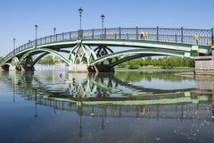 Den välvda bron i Tsaritsyno parkerar, Moskva, Ryssland Arkivbilder
