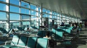 Den väntande korridoren i den YANTAI flygplatsen (YANTAI, Shandong) Arkivbild