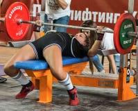 Den 2014 världscupen som powerlifting AWPC i Moskva Arkivbild