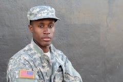 Den värvade militären isolerade tätt upp med neutralt uttryck fotografering för bildbyråer