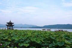 Den västra lakehangzhouen, porslin royaltyfria bilder