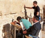 Den västra väggen också som är bekant som den att jämra sig väggen eller Kotel i Jerusal Royaltyfria Bilder