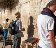 Den västra väggen också som är bekant som den att jämra sig väggen eller Kotel i Jerusal Arkivfoton