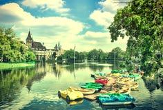 Den Vajdahunyad slotten i Budapest i Ungern Tappning Gammal retro stil royaltyfri foto